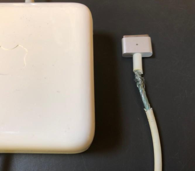 充電アダプタ感電